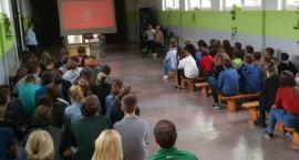 Narkotyki i dopalacze zabijają. Spotkanie z uczniami SP3 w Złotowie