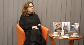 Magdalena Grzebałkowska z wizytą w Miejskiej Bibliotece Publicznej w Złotowie