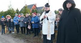 Poświęcenie krzyża upamiętniającego dawny cmentarz w Zalesiu[WIDEO]