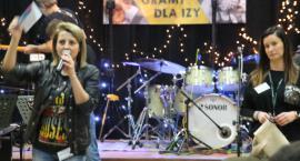 Grali, śpiewali i licytowali dla Izy Pisuli