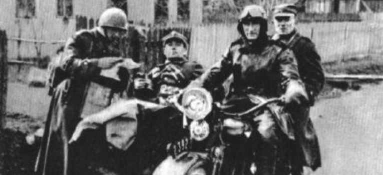 Mundury wojskowe, Hełm próbny motocyklowy - zdjęcie, fotografia