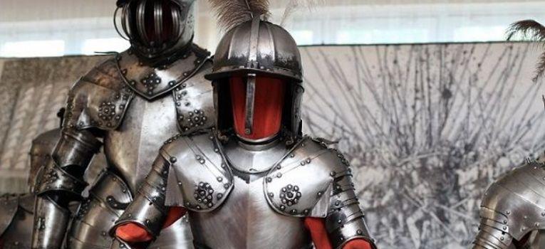 Zbroje kolczugi tarcze, Wystawa zbroi uzbrojenia wieku - zdjęcie, fotografia