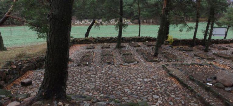 Eksploracje, Szkotowo cmentarz wojenny - zdjęcie, fotografia