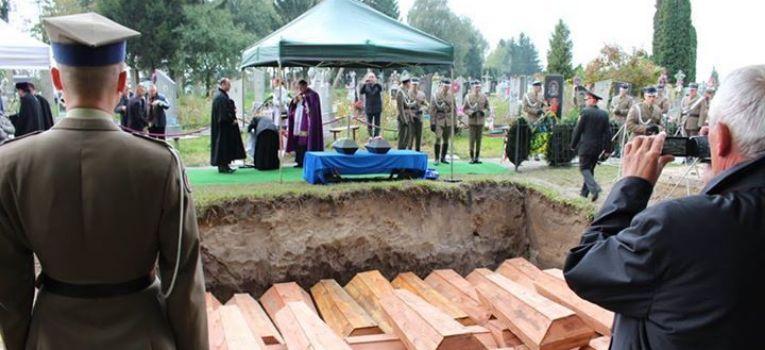 Ekshumacje, Włodzimierz Wołyński - zdjęcie, fotografia