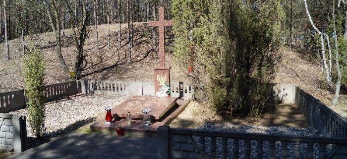 Eksploracje, Kruki Zbiorowa mogiła ofiar terroru niemieckiego - zdjęcie, fotografia