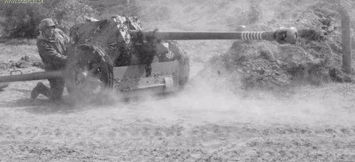 Artyleria, Armata przeciwpancerna konserwacja belki celownika - zdjęcie, fotografia