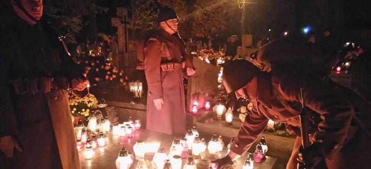 Ekshumacje, Sochaczewskie światełko żołnierza - zdjęcie, fotografia