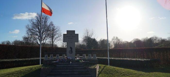 Eksploracje, Polski cmentarz wojenny Breda - zdjęcie, fotografia