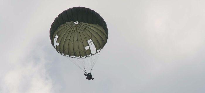 Społeczność, MOŻNA SKAKAĆ POLSCE okrągłym spadochronem linę - zdjęcie, fotografia
