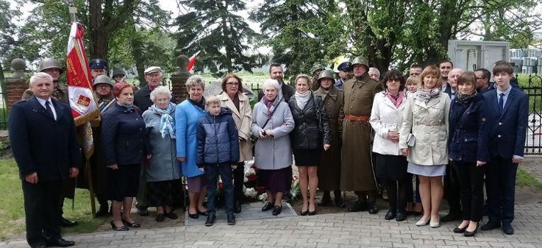 Społeczność, hołdzie Tadeuszowi Leśnikowskiemu - zdjęcie, fotografia