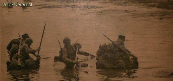 Regulaminy instrukcje wojskowe, Działania rozpoznawcze pokonywanie przeszkody wodnej - zdjęcie, fotografia