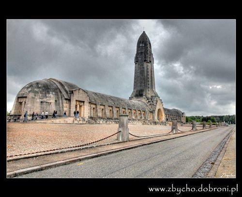 Wystawy historyczne, Ossuarium Douaumont - zdjęcie, fotografia