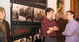Powiatowe obchody Narodowego Dnia Pamięci Żołnierzy Wyklętych z udziałem mszczonowskich rekonstrukto