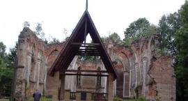 Ruiny kościoła św.Antoniego w Jałówce.