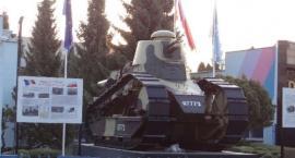 Replika czołgu Renault FT 17 w Wołominie