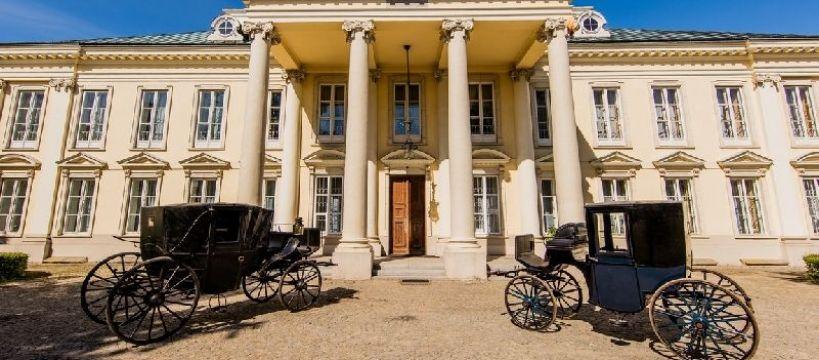 Ośrodki jeździeckie, Pałac Stadnina Walewice certyfikatem Najlepszy Produkt Turystyczny - zdjęcie, fotografia