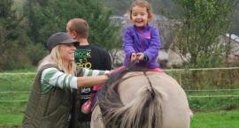 Czy konie wiedzą, że pomagają? Wywiad z hipoterapeutką