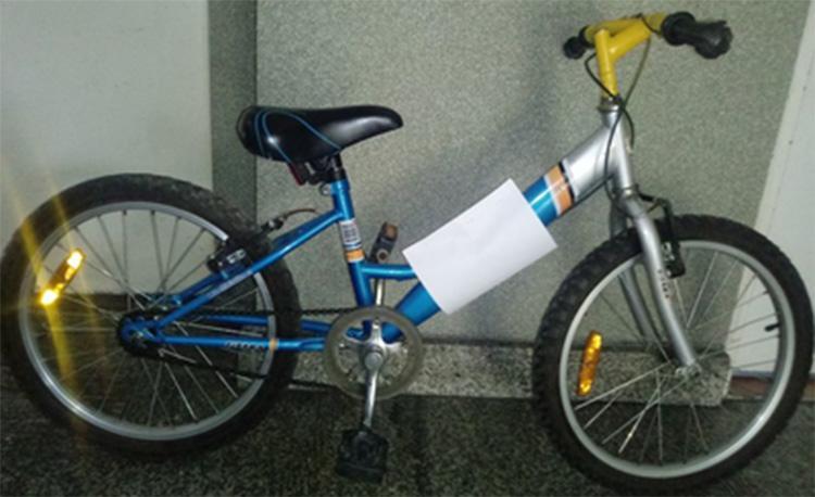 Znalezione, Policja znalazła dziecięcy rower - zdjęcie, fotografia