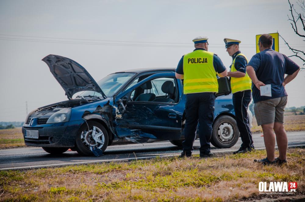 Wypadki drogowe, Wypadek Jankowicach Wyprzedzał skrzyżowaniu - zdjęcie, fotografia