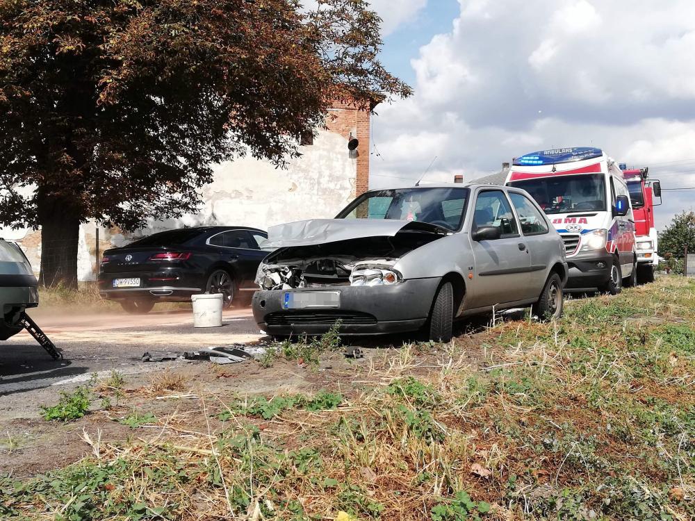 Wypadki drogowe, Czołowe zderzenie Pełczycach Kierowca nietrzeźwy - zdjęcie, fotografia
