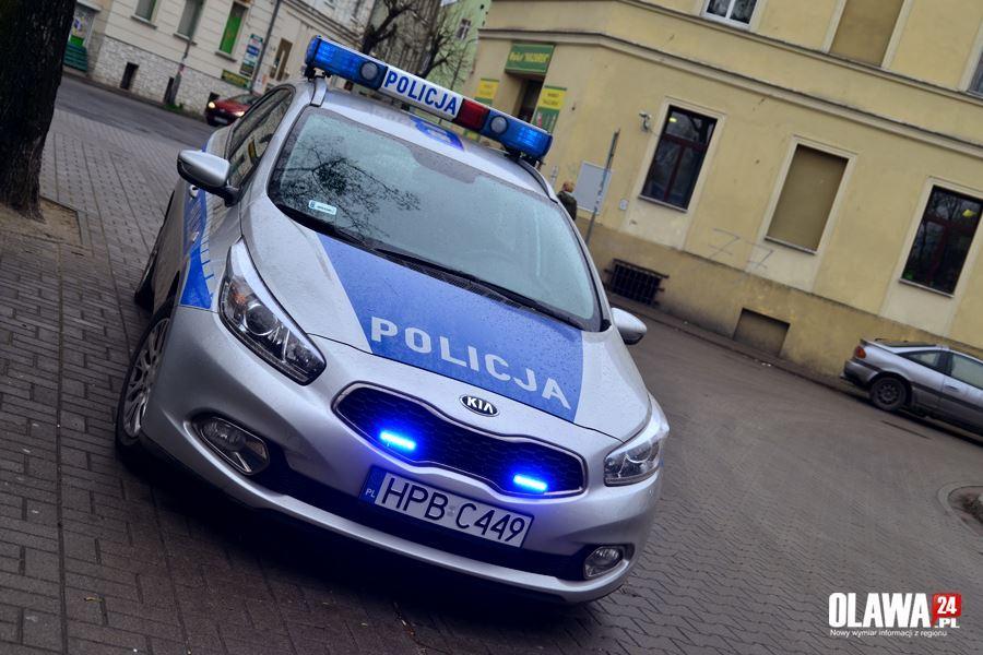 Kronika policyjna, Kierując dostał ataku epilepsji Policjanci udzielili pierwszej pomocy - zdjęcie, fotografia