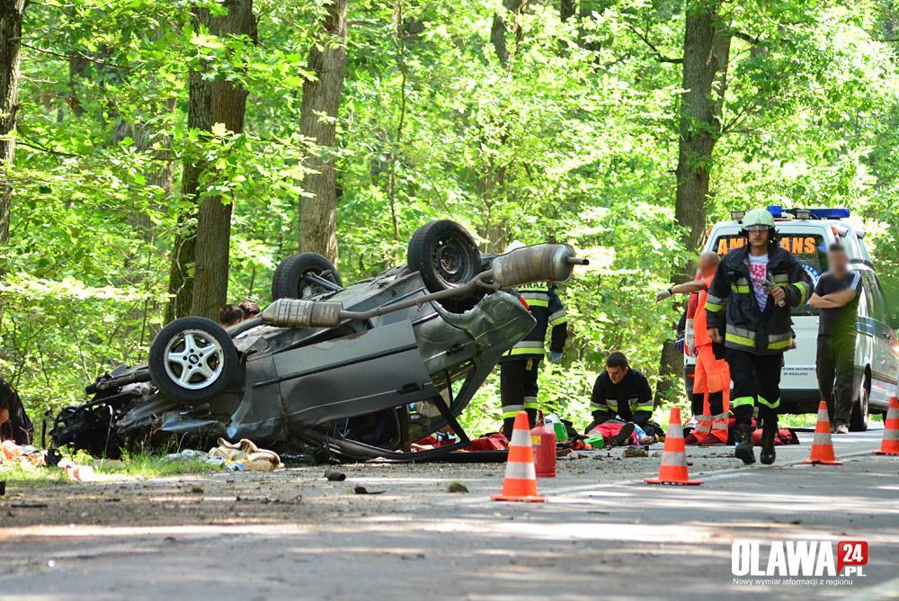 Wypadki drogowe, Dachowanie Janikowem osoby trafiły szpitala - zdjęcie, fotografia