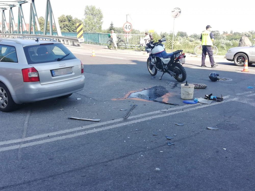 Wypadki drogowe, Wypadek motocyklisty moście Odrze - zdjęcie, fotografia