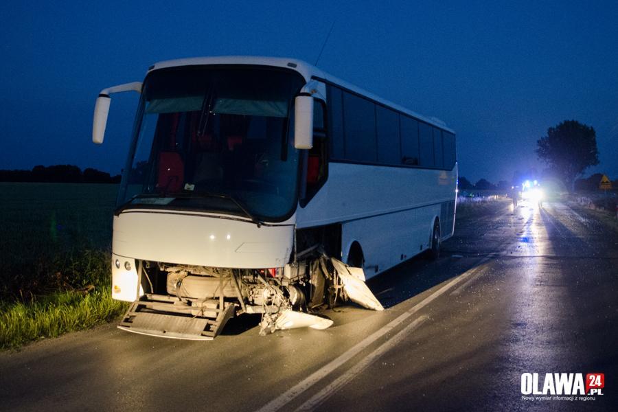 Wypadki drogowe, Czołowe zderzenie autobusem Kierowca pijany - zdjęcie, fotografia