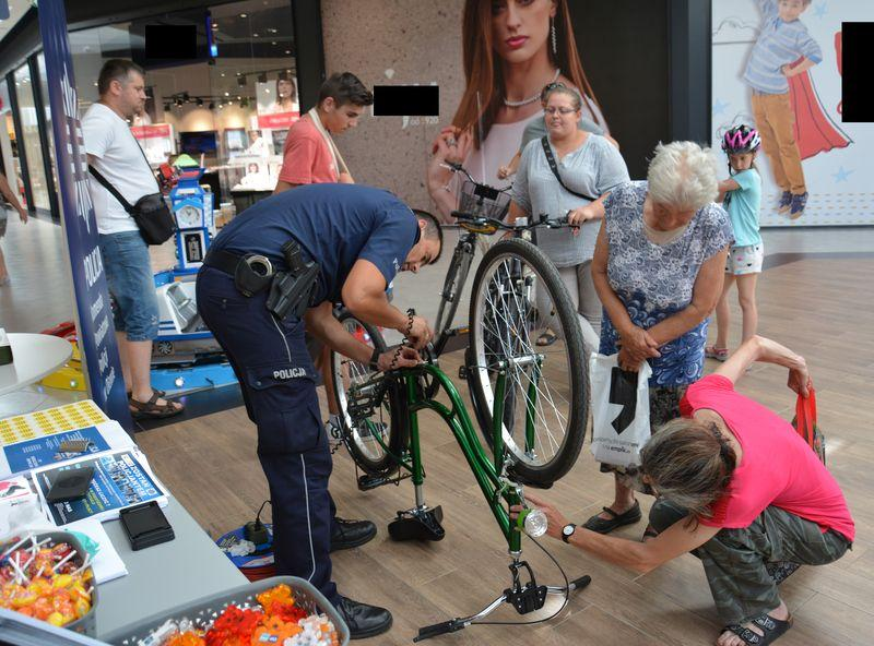 Akcje, Policjanci Quick Parku - zdjęcie, fotografia
