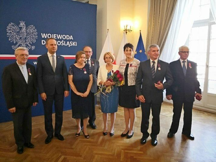 Mieszkańcy, Srebrny Krzyż Blandyny Rosół Niemirowskiej - zdjęcie, fotografia