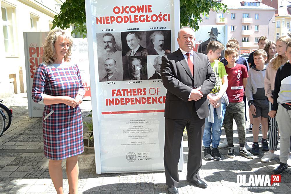 Wernisaże spotkania, Wystawa plenerowa Ojcowie Niepodległości oficjalnie otwarta - zdjęcie, fotografia