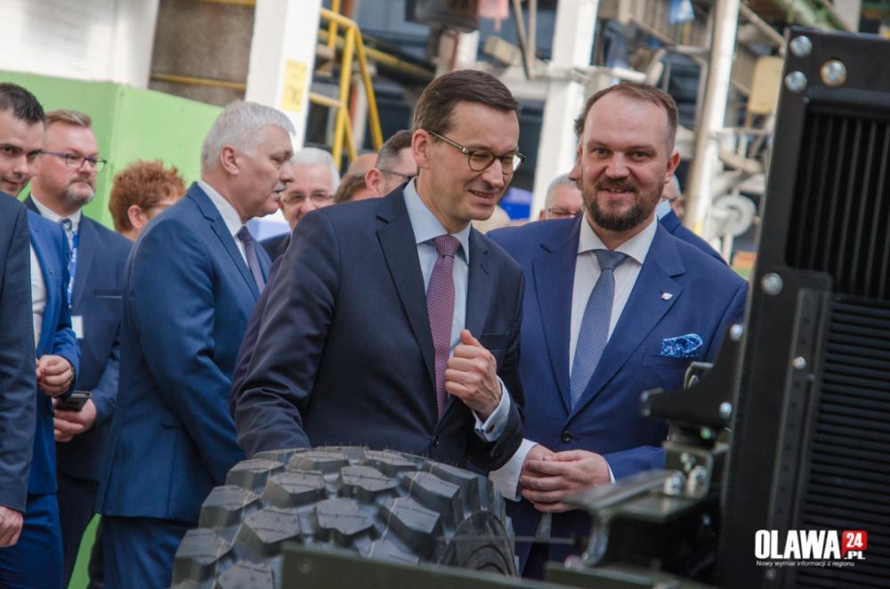 Biznes, Premier Morawiecki wizytą zakładach JELCZ - zdjęcie, fotografia