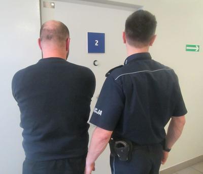 Kronika policyjna, Wykorzystał nieuwagę ukradł tysięcy - zdjęcie, fotografia