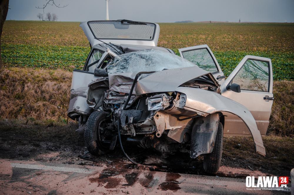 Wypadki drogowe, Groźnie! Rozpędzony uderzył - zdjęcie, fotografia