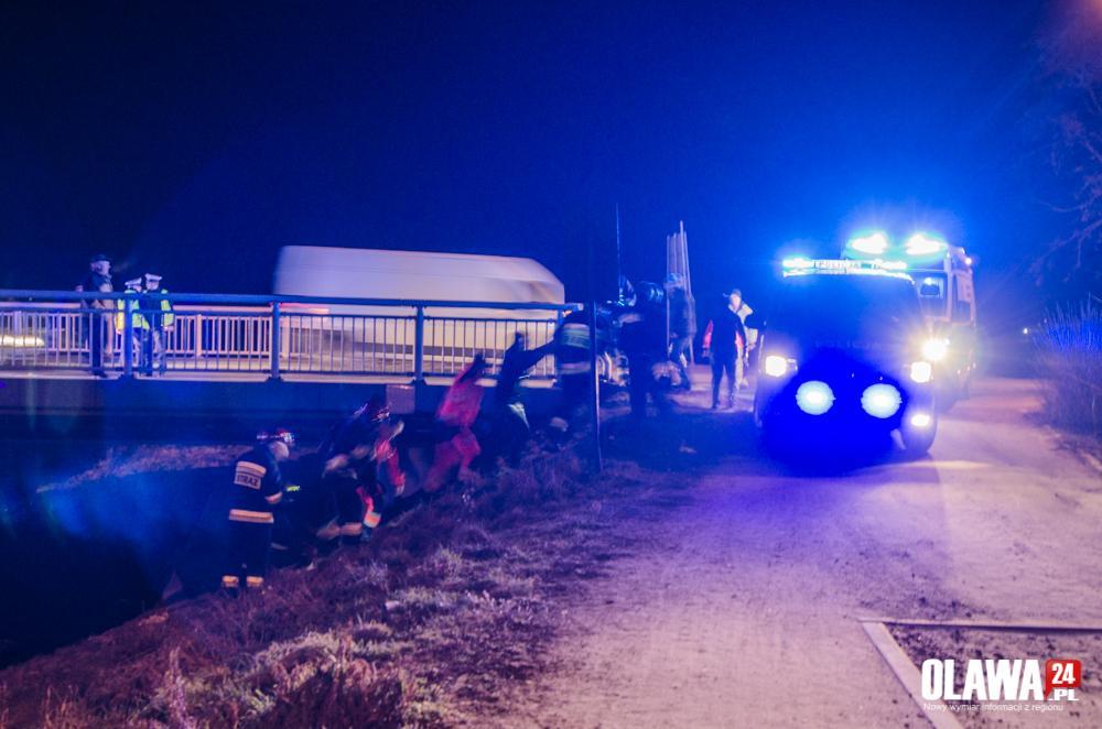 Wypadki drogowe, Pijany wleciał rzeki Akcja Strzelnej - zdjęcie, fotografia