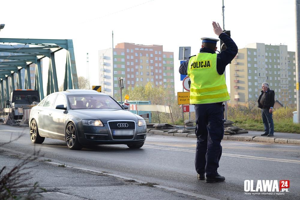 Kronika policyjna, Pościg kradzionym - zdjęcie, fotografia