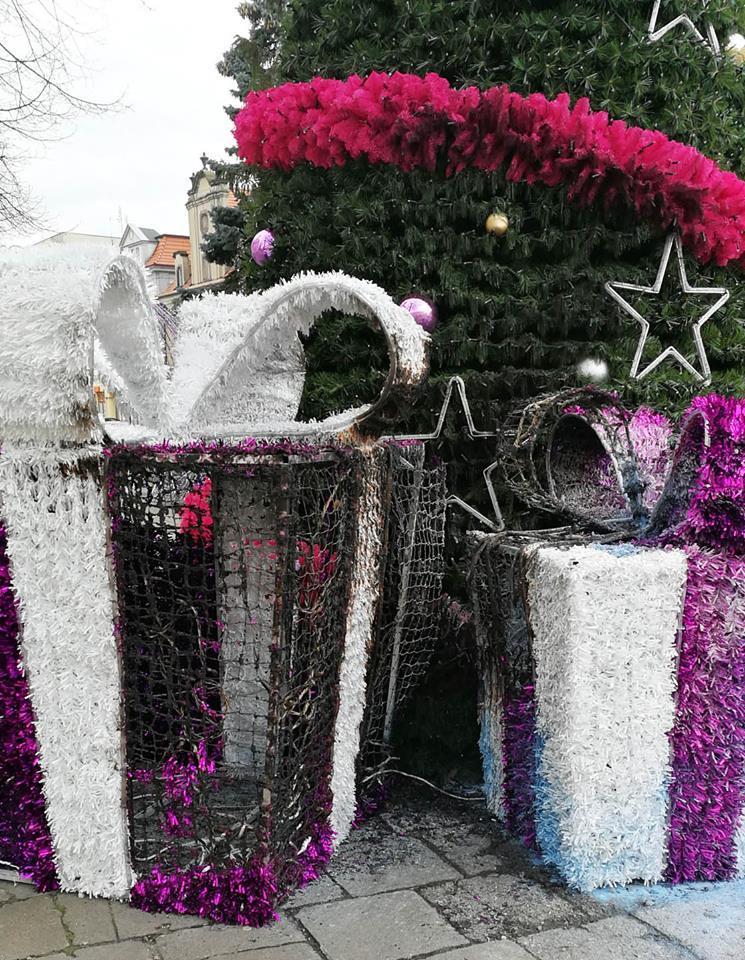 Pożary, Spłonęły ozdoby świąteczne - zdjęcie, fotografia