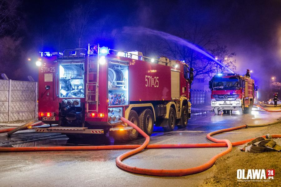 Pożary, Portowej wciąż akcja gaśnicza - zdjęcie, fotografia