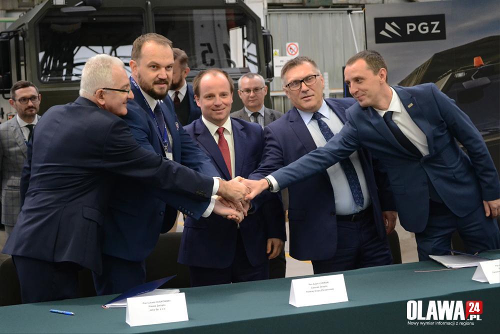 Gmina Jelcz-Laskowice, Jelcz podpisał kontrakt pojazdy specjalne - zdjęcie, fotografia