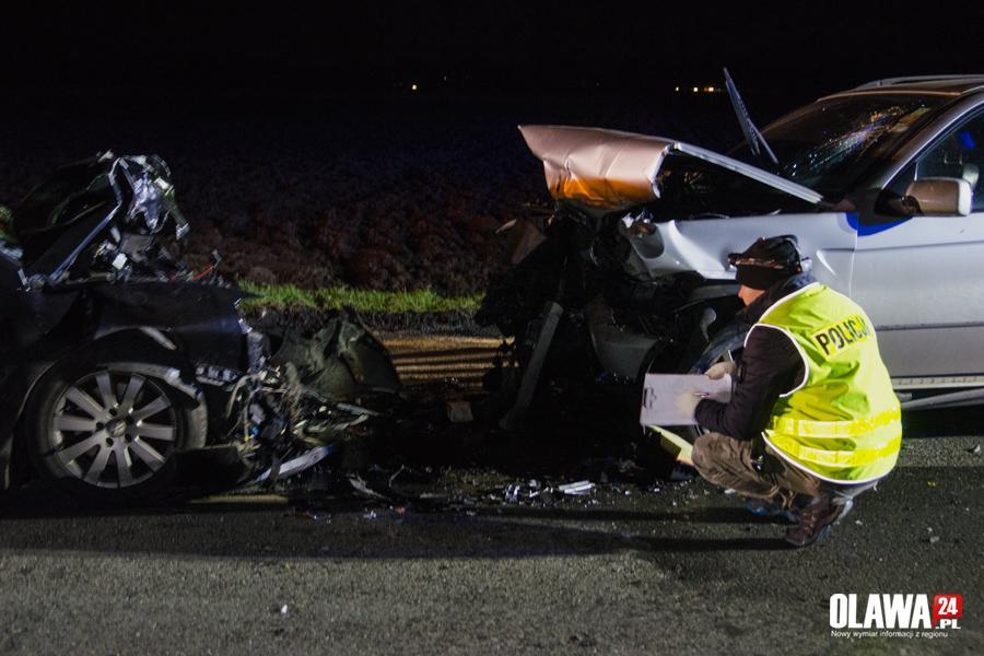 Wypadki drogowe, Wyprzedzał zderzył czołowo osoby szpitalu - zdjęcie, fotografia