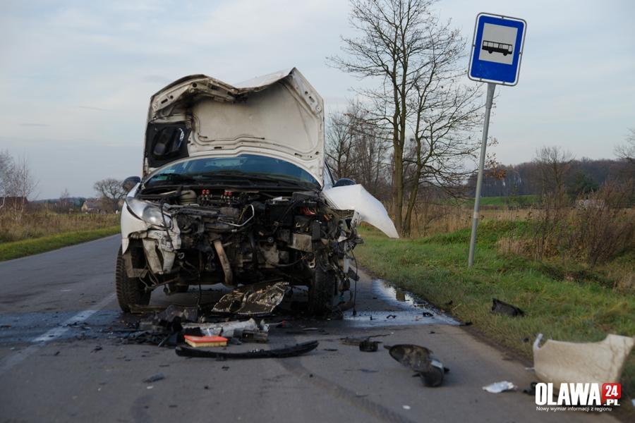 Wypadki drogowe, Straciła panowanie uderzyła czołowo jadący samochód - zdjęcie, fotografia