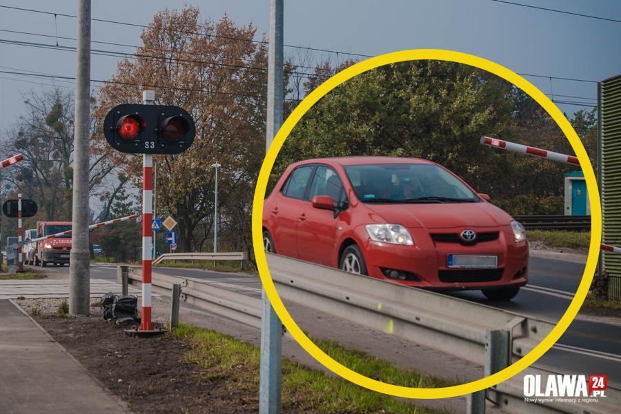 Interwencje, Rogatki zamykają kierowca jedzie - zdjęcie, fotografia