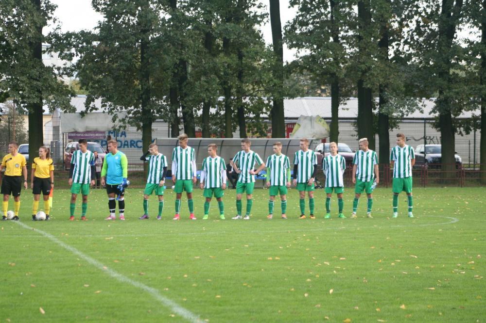 Piłka nożna, Cenne zwycięstwo bezbarwnym spotkaniu - zdjęcie, fotografia
