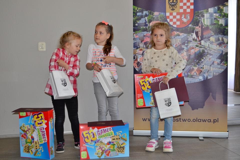 Mieszkańcy, Młodzi plastycy nagrodzeni - zdjęcie, fotografia