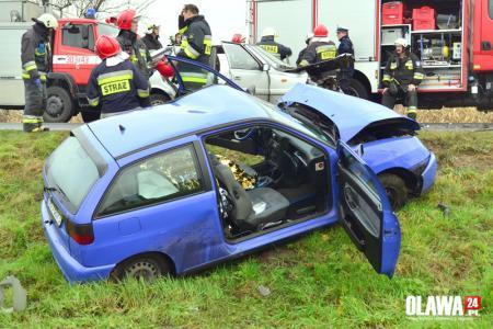 Wypadki drogowe, Wpadła poślizg uderzyła czołowo [VIDEO] - zdjęcie, fotografia
