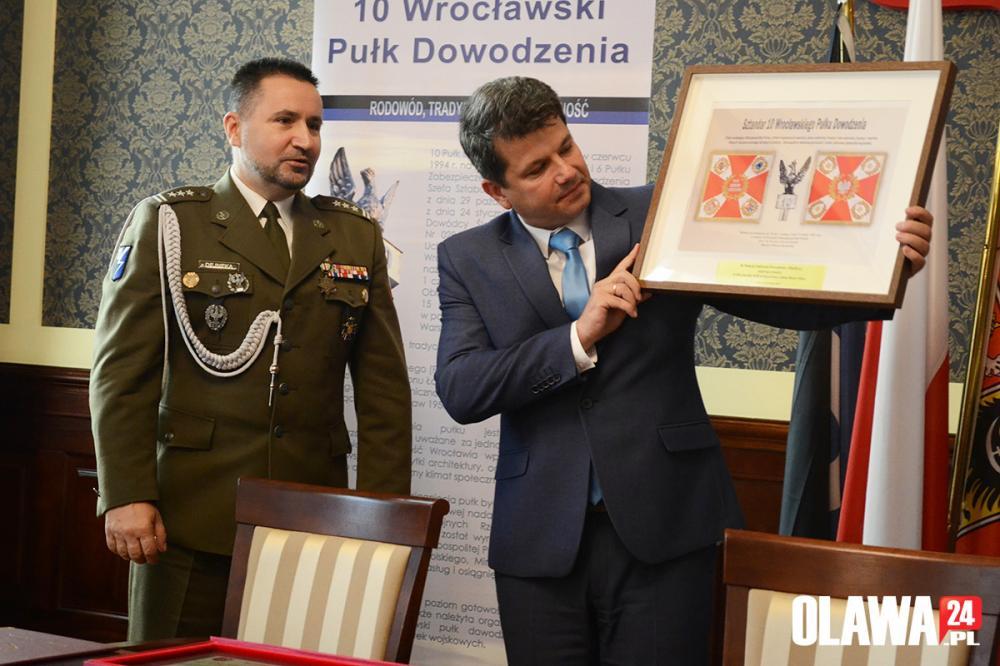 Gmina Oława, Miasto rozpoczyna współpracę Wrocławskim Pułkiem Dowodzenia - zdjęcie, fotografia