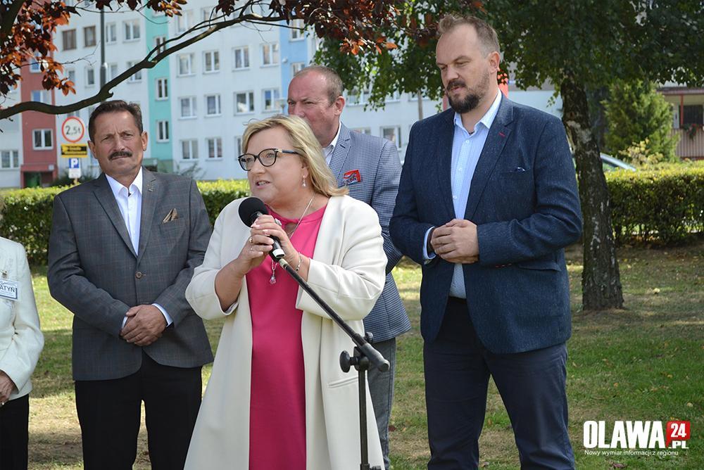 Partie polityczne, Zasadzili drzewo rocznicę odzyskania niepodległości - zdjęcie, fotografia