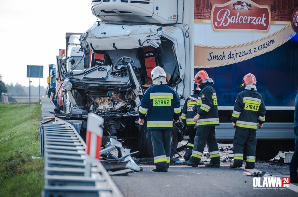 Wypadki drogowe, Wypadek Zderzyły ciężarówki - zdjęcie, fotografia