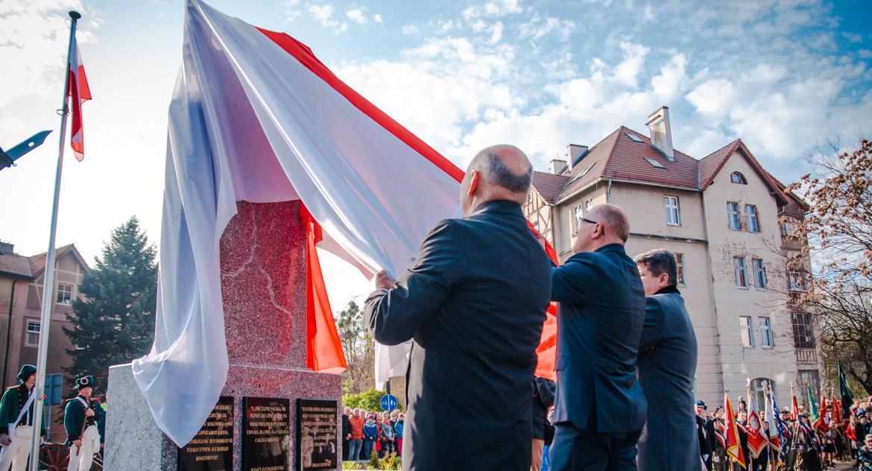Uroczystości, Odsłonięcie pomnika obchody rocznicy Odzyskania Niepodległości - zdjęcie, fotografia