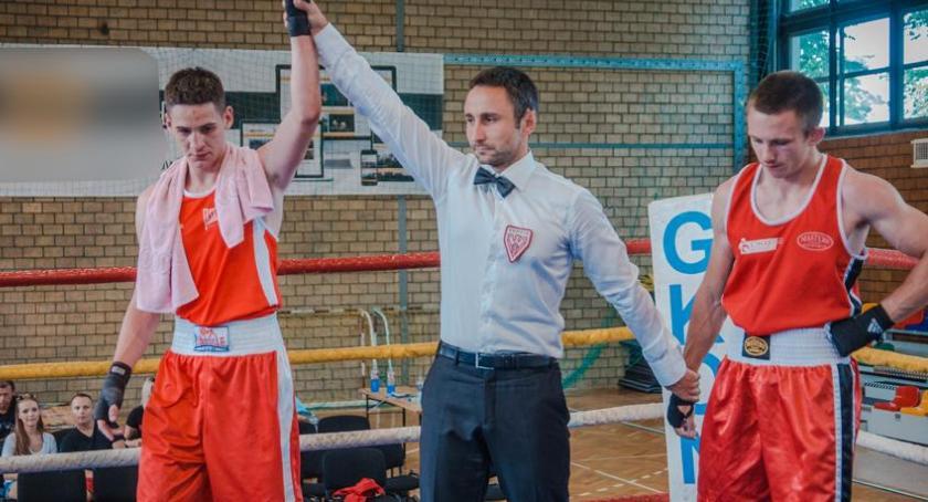 Boks, charytatywny turniej bokserski - zdjęcie, fotografia
